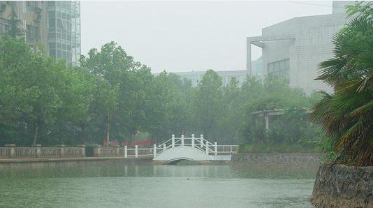学校共青湖